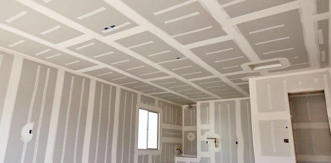 Instalação de paredes e tectos falsos